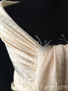 Bottega Veneta - Châle / étole en soie ivoire à franges