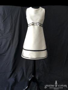Suzanne Ermann - Robe courte en mikado ivoire et noire (volutes tulle bretelles)