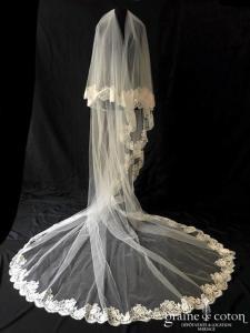 Pronovias - Voile long de 3 mètres en tulle ivoire bordé de dentelle