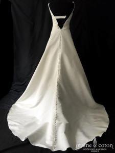 Luna Novias - Vitoria (satin duchesse bretelles taille haute princesse dos-nu décolleté-V dos boutonné)