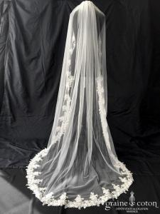 Bianco Evento - Voile simple long de 220 cm en soft tulle ivoire bordé d'une dentelle guipure (S202)