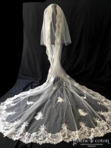 Elie Saab - Voile long de 3 mètres en tulle ivoire bordé de dentelle et finement brodé
