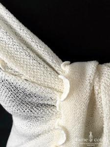 Création - Châle tricoté main en maille élastique ivoire