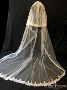 Pronovias - Voile long de 3 mètres en tulle ivoire clair et bordé de dentelle de Chantilly
