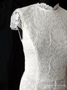 Création - Robe une pièce en dentelle ivoire (fourreau sirène dos-nu fendue droite bretelles manches taille-haute)