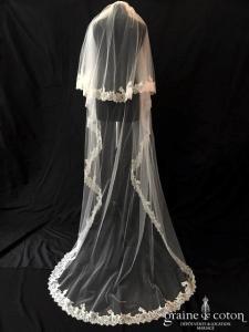 Création -  Voile long de 2,30 mètres en tulle ivoire bordé de dentelle (avec rabat)