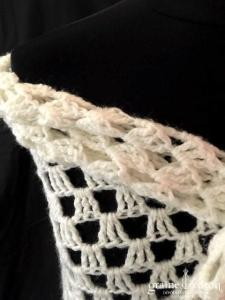 Création - Châle en laine ivoire ajouré et fait main