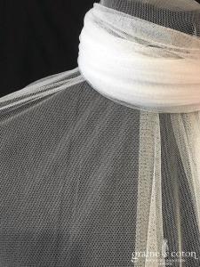 Création - Étole ou voile long de 6 mètres en tulle de soie blanc fluide bords bruts, non recoupé (avec ou sans rabat)