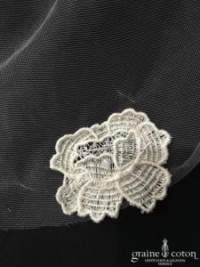 Rime Arodaky - Voile long de 2 mètres Sally en tulle fluide finition bords brut et fleurs en guipure (dentelle sans rabat)