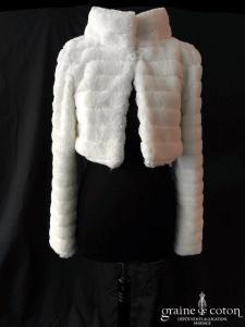 Bianco Evento - Boléro / manteau en fausse fourrure ivoire à boutons avec col et manches longues (E305)