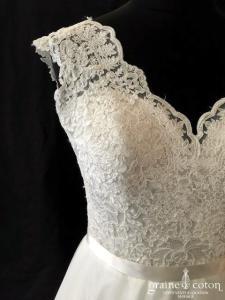 Vézina - Création en dentelle et tulle ivoire (taille-haute bretelles dos-nu décolleté-V coeur fluide bohème)