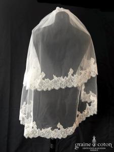 Estrella - Voile court en tulle ivoire bordé de fine dentelle de Chantilly (avec rabat)