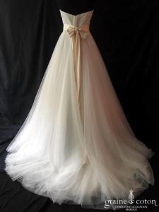 Lilly - Création bustier en dentelle et tulle ivoire (princesse fluide coeur taille-haute dos boutonné noeud)