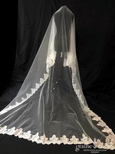Cymbeline - Voile long de 3 mètres en tulle ivoire bordé de dentelle ivoire (avec ou sans rabat)