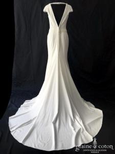 Pronuptia - Charonne (crêpe perles décolleté-V dos-nu fourreau fluide bretelles manches)