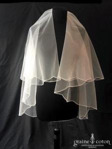 Création - Voile court en tulle ivoire bordé de. fines perles transparentes (avec rabat)