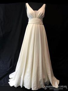 White One pour Pronovias - Ralea / Plaza  (crêpe fluide bretelles dentelle drapé dos boutonné A-line princesse décolleté-V dos-nu taille haute dentelle dos boutonné bohème)