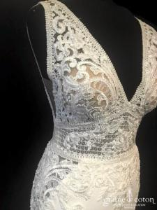Pronovias - Emily (sirène dentelle bretelles dos-nu fluide crêpe soie perles bohème dos boutonné décolleté V)