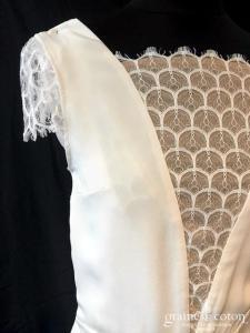 L'Amusée - La raffinée (courte bohème fluide  taille-basse  années 20 crêpe de soie dentelle dos-nu décolleté V bretelles manches bénitier)