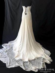 Nathalie Ettedgui - Création en guipure et mousseline de soie ivoire (fluide bustier coeur taille-basse dos boutonné bohème)