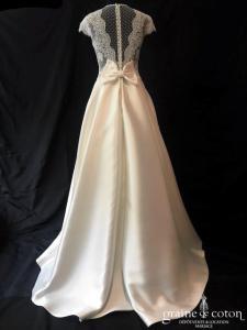 Rosa Clara Couture - Enigma (dentelle mikado  soie princesse taille-haute bretelles manches dos-boutonné poches noeud décolleté-V)