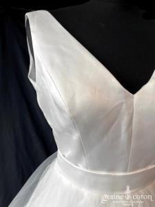 Atelier Emelia - Abricot (courte et longue satin bretelles tulle volutes taille-haute décolleté-V dos-nu dos boutonné princesse)
