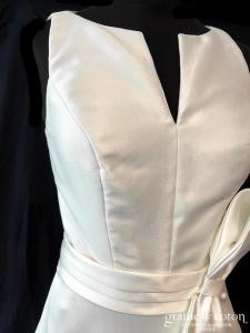 Adriana Alier - Mika personnalisée (bretelles taille-haute mikado fente dos-nu dos boutonné noeud)