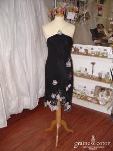 BCBG (Max Azria) - Robe de soirée en soie noire et fleurs blanches