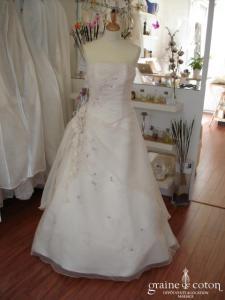 Rêves de mariée - Robe en organza ivoire et fines broderies violettes (organza)