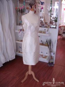 Création - Robe courte en mikado