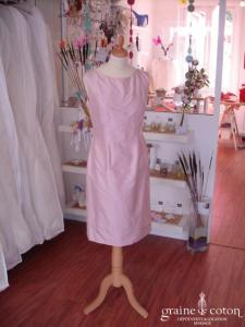 Création - Robe courte en soie sauvage rose (non stocké en boutique, essayage sur demande)