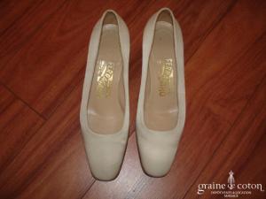 Salvatore Ferragamo - Escarpins (chaussures) en soie ivoire