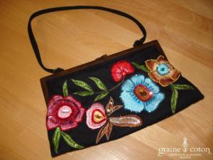 Petit sac pochette en coton noir brodé de fleurs de couleur
