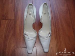 Vera Wang - Escarpins (chaussures) en satin de soie ivoire et semelle cuir